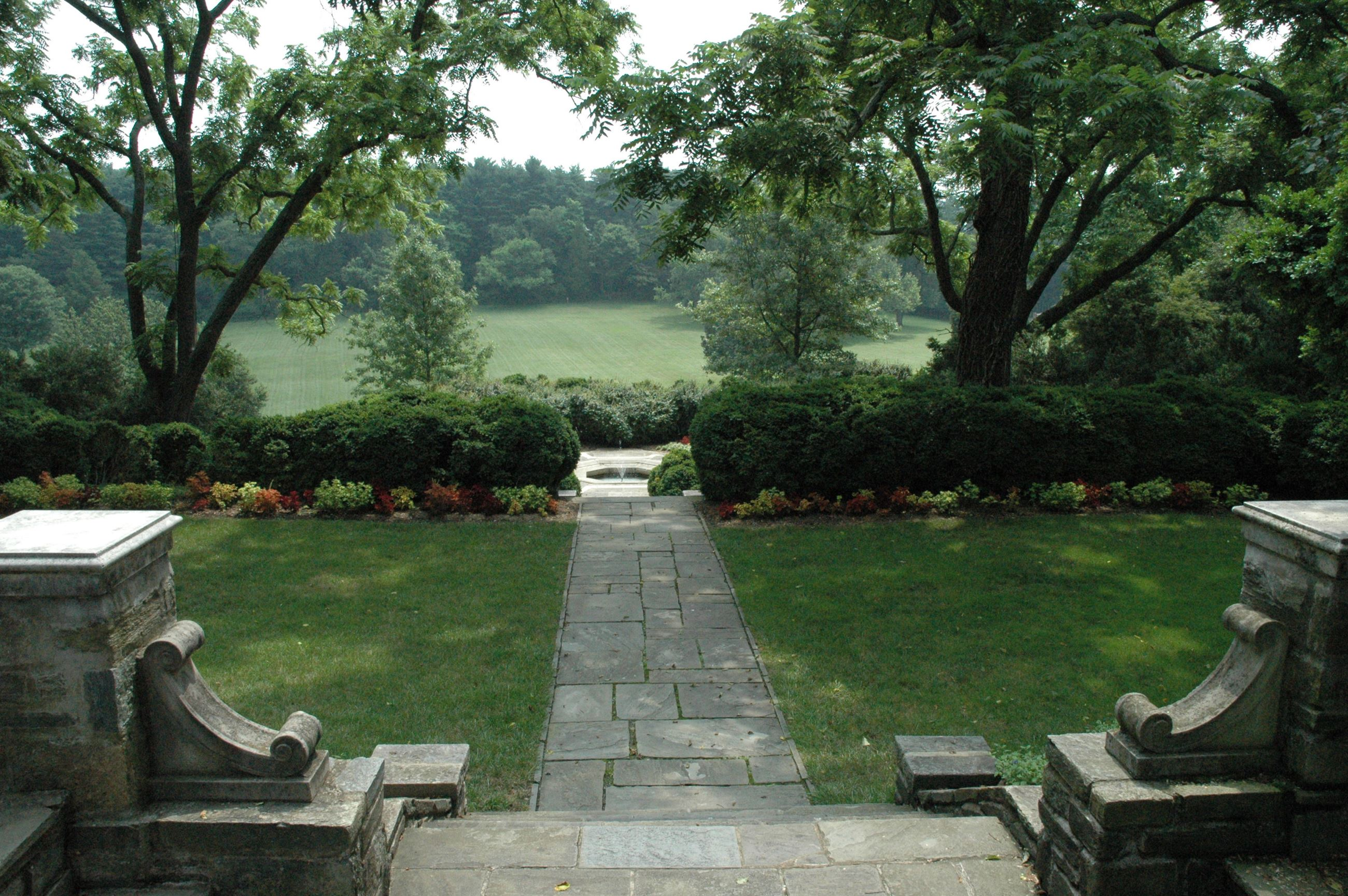 Formal Gardens at Glenview Mansion