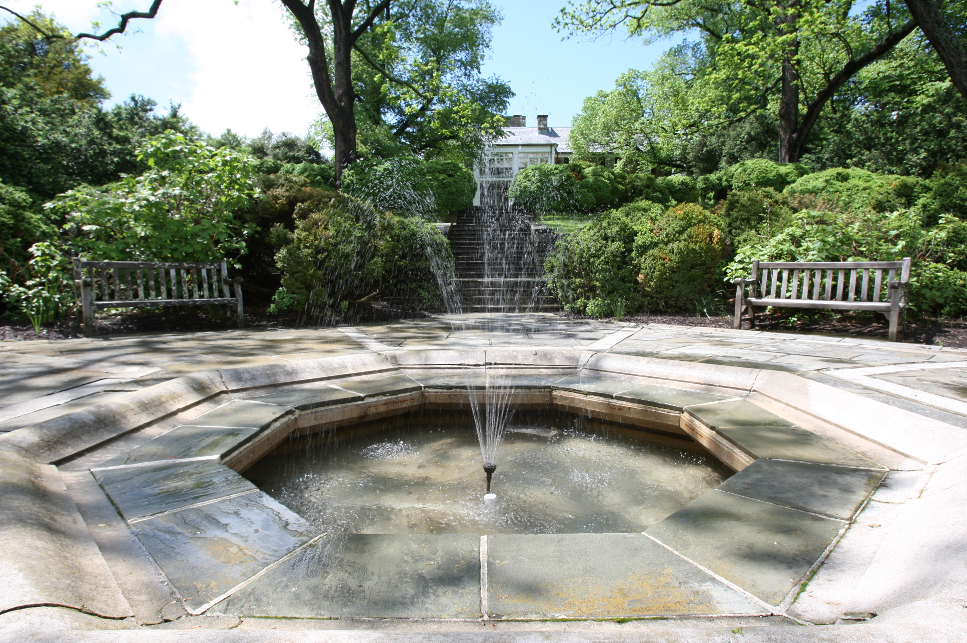 Glenview Mansion garden fountain